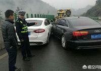 一個醉酒駕駛和一個無照駕駛相撞,誰的責任大?