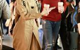 公開姐弟戀情後,陳小紜于小彤機場首次同框,表情幸福默契程度高