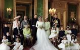 對比戴安娜和卡米拉在王室合影中的站位,從細節處看兩者的地位