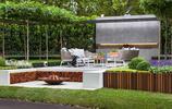 庭院設計:一個樹牆圍合的有U型防腐木廊架的高顏值別墅花園