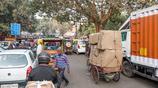 印度首都實拍:原來神牛也能用來拉車,走在德里街頭與汽車肩並肩