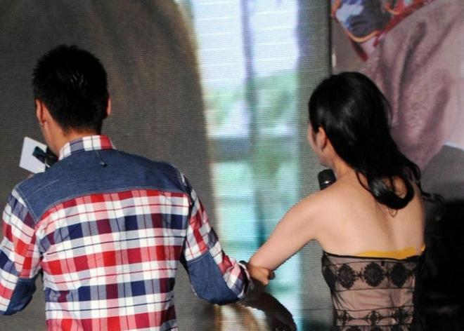穎兒一襲抹胸透視裙出席活動,大家把注意力放在了第五張