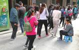 實拍廣州某臨時工市場,90後的年輕人已成為求職的主力軍