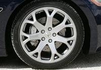 大多數車主都有洗車後的這個小習慣,卻不知會讓車子爆胎的機率增大幾倍!