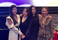 文頌嫻出席晚宴清純可人,跟眾TVB女明星合影的她氣質出挑很漂亮