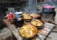 農村接頭巧遇路邊攤,一口大鐵鍋做出了兒時味道,二十多年的記憶