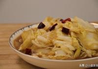 酸辣白菜好吃有訣竅,白菜這樣處理更入味,上桌連湯都不剩