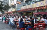 40℃!實拍重慶火鍋一條街,人均價格60元,高溫也阻止不了重慶人吃火鍋,現場生意火到爆,場面堪比春運