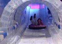 山東濟南冰雕世界,眾多市民來此免費感受夢幻冰雕世界避暑降溫