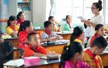 """實拍中國最小""""留學生"""",一天出國4次,同時使用3種語言"""