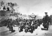 慈禧奉安東陵時,直隸總督端方在東陵拍個照差點被砍頭