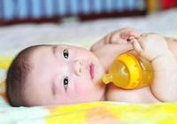 到底要不要給新生兒喂水、用枕頭?為了寶寶的健康,媽媽要知道