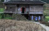 壯族古老的村莊生活,生活簡樸,每個壯族女孩都會織布