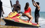 阿什莉·格拉漢姆邁阿密海玩嗨了,開水上摩托引攝影師舉鏡狂拍