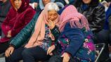 農村95歲老奶奶愛穿戴、不忌口,每天睡夠10小時後就帶75歲兒子轉