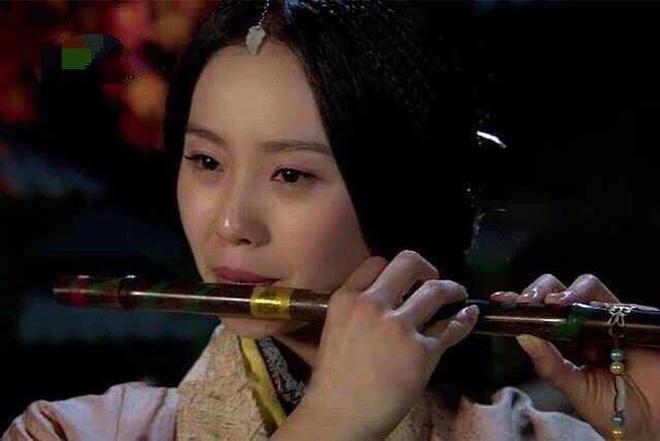 都是吹笛子,娜扎美,劉詩詩靈氣,誰知看到趙麗穎肚子都笑疼了!