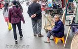 來江西廣豐的廿四都趕個集,發現集市上最引人注目的是這種尖尖帽