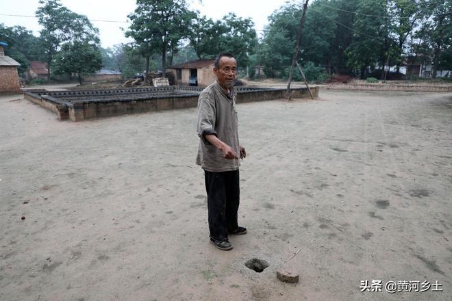 地坑院遭遇3天大雨完好無損,72歲老人冒雨講述雨水都進了啥地方