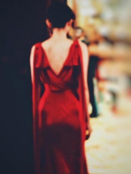 只看女星的背影,迪麗熱巴趙麗穎楊冪最好認,網友:最後一個是誰