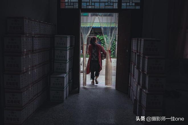 陝西有個粉筆村,全村都靠做粉筆發家致富,如今卻只有她在堅持