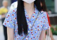 近日,周潔瓊現身國內某機場,一身碎花套裙,盡顯曼妙身材