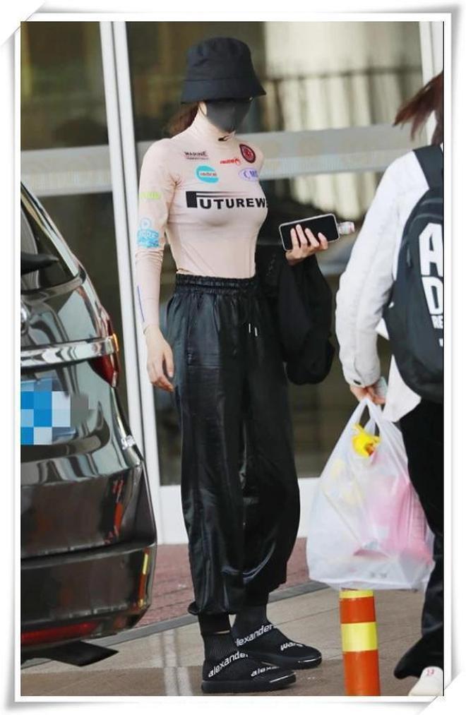 迪麗熱巴這身材絕了!粉色緊身衣下內搭搶鏡,一般人穿不出這效果