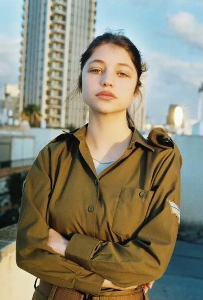 攝影師加入軍營拍出最美以色列女兵,帶你看一下以色列女兵的日常