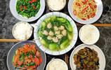 一家四口的晚餐,四菜一湯,成本不足25元,好吃又營養,還實惠