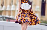 袁姍姍時尚街拍美圖,身穿一款印花連衣裙甜美清新