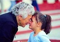 姥姥家長大的孩子卻跟奶奶親?除了血緣關係,孩子一語道出真相