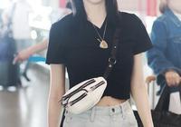 景甜穿黑色T恤配牛仔短褲,秀小蠻腰大長腿被怒贊:少女身材