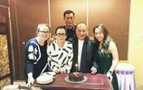 """63歲""""B哥""""吳志雄全家舊照,與妻子恩愛20年,漂亮女兒嫁高富帥"""