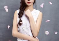 當紅女星掀起劉海,毛曉彤老十歲,楊冪顯成熟,只有她最美了!