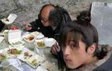 明星片場吃飯差別大,楊穎九菜一湯,而她吃方便麵還被綁著!