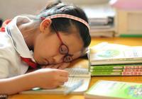 媽媽要知道:這6種食物別在睡前給孩子吃,影響睡眠還不太長個