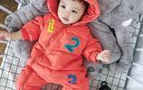 帶寶寶出門用棉被裹,真不方便!這時尚哈衣厲害了,新潮還防風