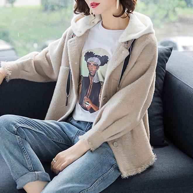 """今年很流行這種""""開衫""""外套,適合70後女人初一穿,賊美"""