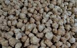 絳州木炭火鍋裝小酥肉、丸子、粉條、海帶、燒豆腐,味道真是一絕