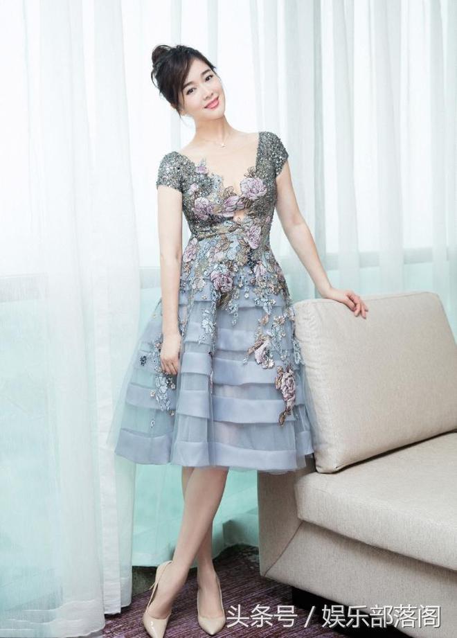 她是《中國式離婚》裡的娟子,是唯一一個和陳道明傳過緋聞的女星
