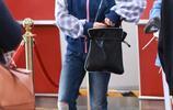 張子楓可愛少女風穿搭現身機場,戴帥氣報童帽青春無敵