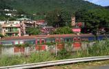 香港許多人沒有房子住,卻有很大面積的郊野公園和寺廟叢林