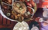 菲律賓宿霧有個島,上面聚集了眾多海鮮商販,中國遊客最愛