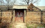 如果你家鄉在農村,你一定見過或住過這樣的院子,還有這樣的大門