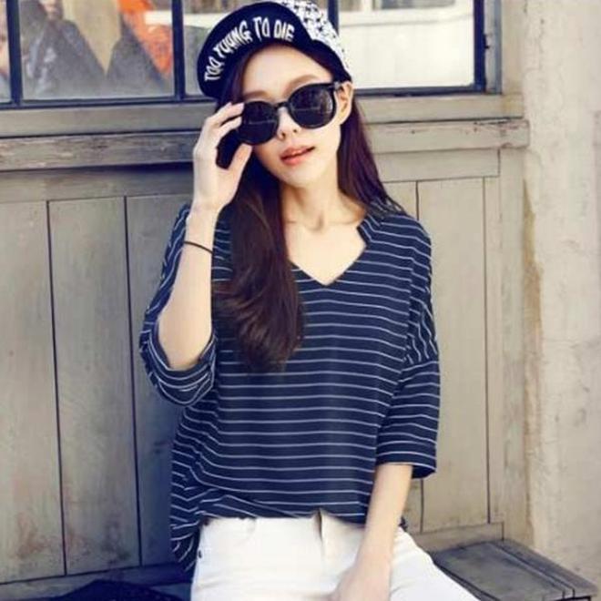 韓都衣舍新款T恤小衫,配高腰牛仔短褲23-40歲女人穿上,顯高洋氣穿出18歲少女範兒