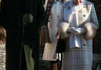 92歲英女王穿的真暖和,頭戴皮草帽腳蹬長筒靴,時尚又年輕