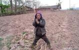 三年級涼山小學生,用相機拍攝自己的生活,發出無奈的感慨