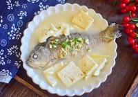 做鯽魚湯時,直接水煮就大錯特錯,少了這一步,難怪湯不鮮味不濃
