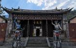 雲南大山深處有座千年古寺,曾為皇家寺院,如今很多外國人來習武