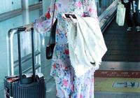 徐璐和李沁的機場秀,網友:徐璐的裙子穿得很有個性!