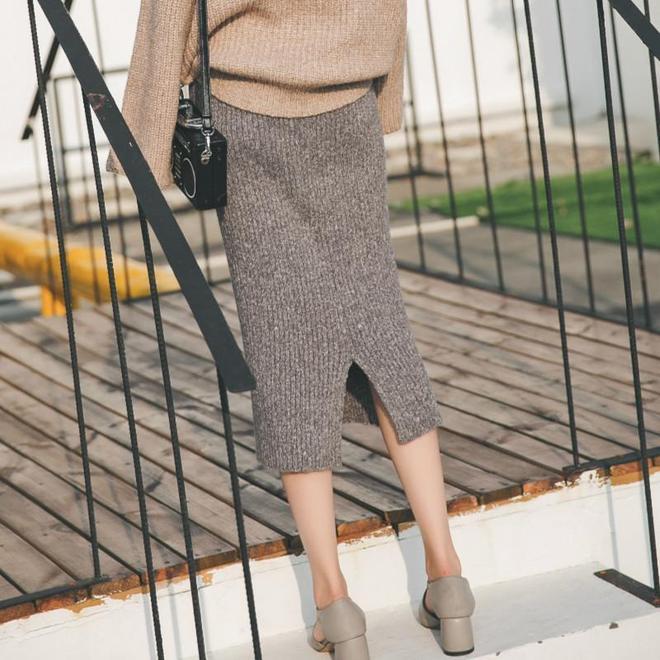 秋季天涼怕冷也要穿裙子!這4款時髦半身裙讓你秋冬美得更出彩